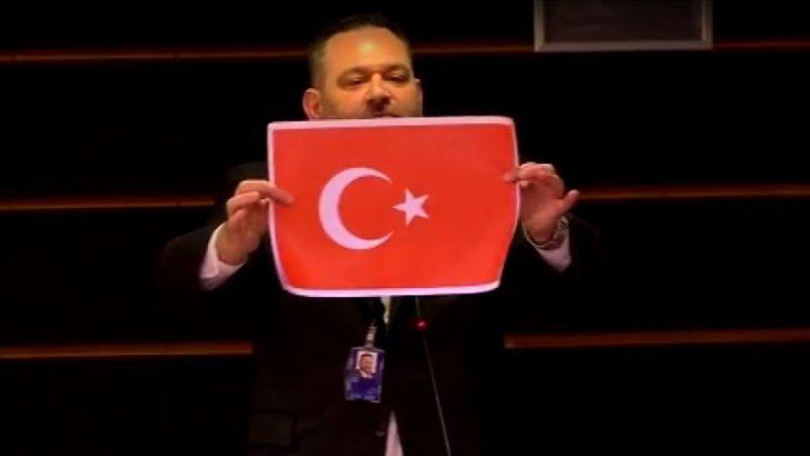 AP'de Yunan milletvekili Türk bayrağını yırttı