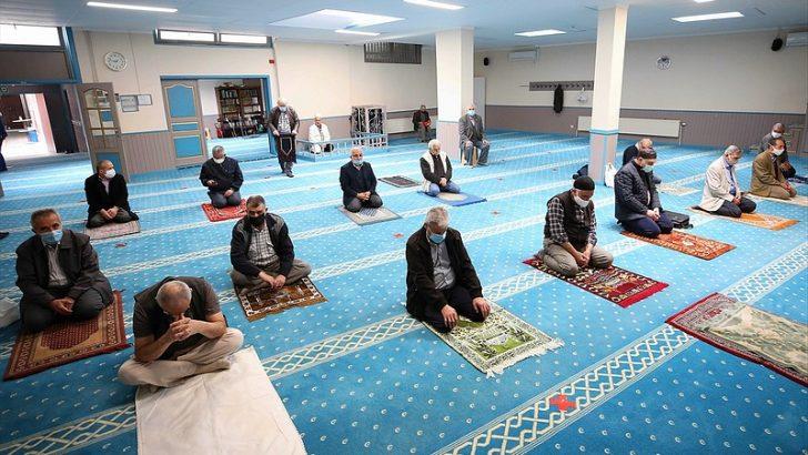 Belçika'da bazı camiler yeniden ibadete açıldı