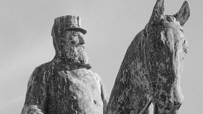 Belçika'da sömürgeci Kral'ın ateşe verilen heykeli kaldırıldı