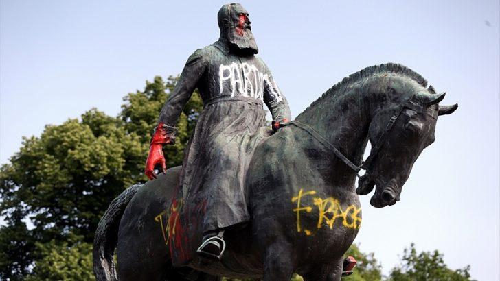 Belçika'nın Gent kentinde sömürgeci Kral'ın büstü kaldırıldı