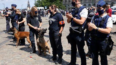 """Belçika polisinden """"ırkçılık"""" suçlamalarına karşı protesto"""