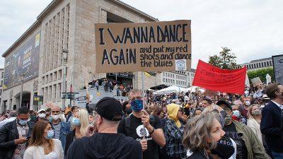 Belçika'da eğlence sektörü çalışanları protesto etti
