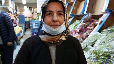 """Ayşe Özdemir: """"Okulların kapanması lazım"""""""