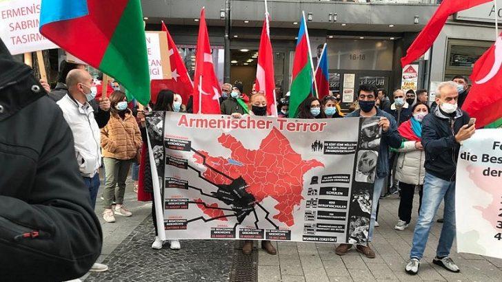 Almanya'da yaşayan Türkler Azerbaycan'a destek mitingi düzenledi