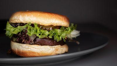 Vejetaryen hamburger yasağı kabul görmedi