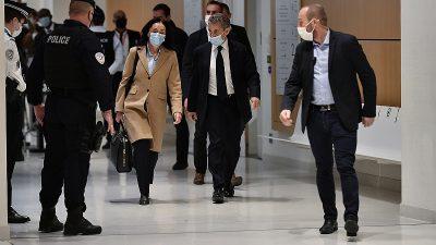 Sarkozy'nin yolsuzluk ve suç örgütü kurmakla suçlandığı dava ertelendi