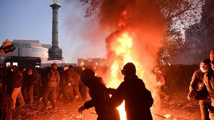 Paris'te polis şiddeti protestolarında çatışma çıktı
