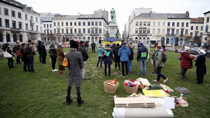 Brüksel'de iklim değişikliğine dikkati çekmek için gösteri düzenlendi
