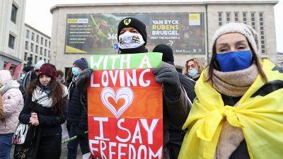 Belçika'da salgında mücadele tedbirleri protesto edildi