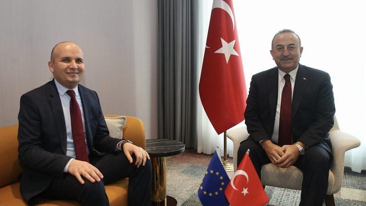 Dışişleri Bakanı Çavuşoğlu, AP Milletvekili Küçük'le görüştü
