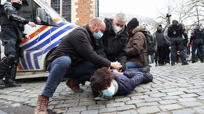 Brüksel'de ırkçılık ve polis şiddetine karşı gösteri düzenlendi