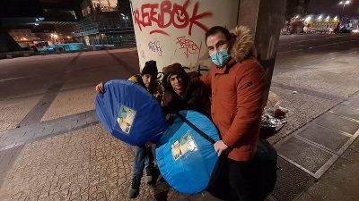 Saadetli gençlerden Brüksel'deki evsizlere yardım
