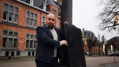 Flaman hükümetinin güneş paneli politikası protesto edildi