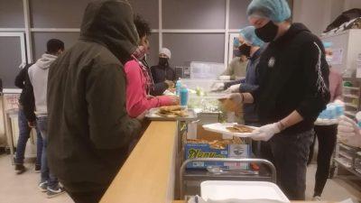 Türk işadamlarından Brüksel'deki evsizlere yemek yardımı
