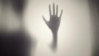 14 ile 15 yaşlarında 2 genç kıza Schaerbeek'te bir otel odasında tecavüz