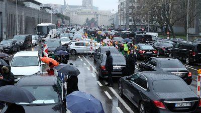 Brüksel'de Uber sürücüleri gösteri düzenledi