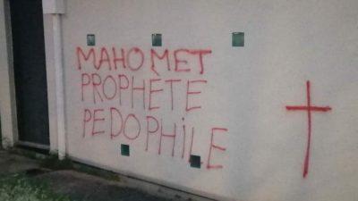 Fransa'nın Rennes kentinde cami duvarına İslam karşıtı yazılar yazıldı