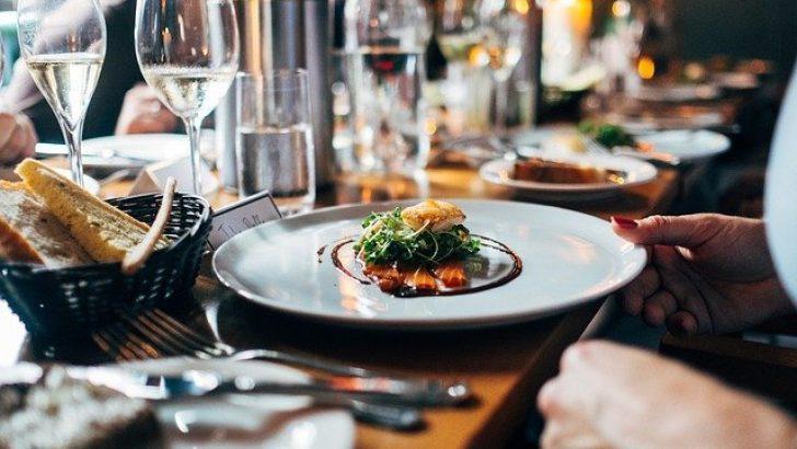 Belçika'da aylardır kapalı olan restoranlar, açık alanlara müşteri alabilecek