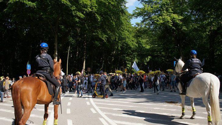 Belçika'da salgın tedbirlerine karşı gösteri düzenlendi