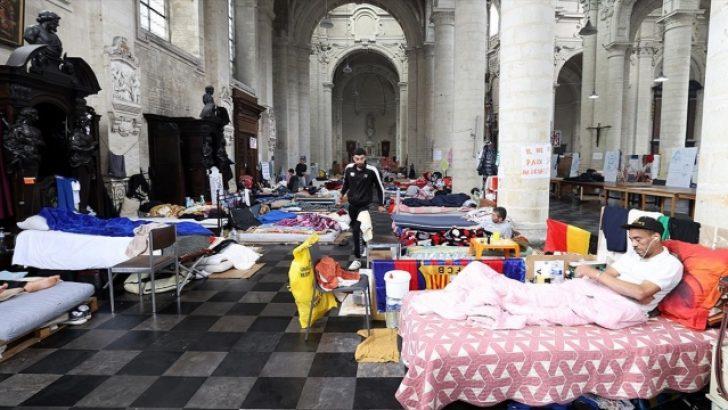 """Belçika hükümeti, açlık grevindeki """"kağıtsızlara"""" karşı katı tutumunu değiştirmiyor"""