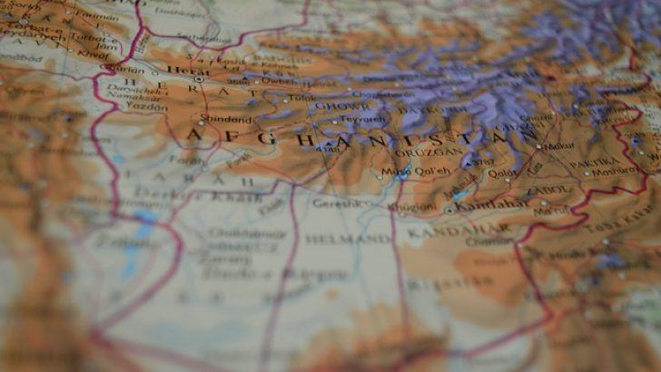 Belçika terör saldırısı tehlikesi nedeniyle Kabil'den tahliyeleri durdurdu