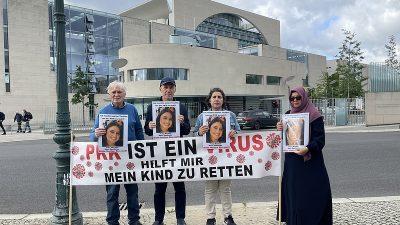 Almanya'da kızı PKK tarafından kaçırılan anne, Başbakanlık önündeki eylemini sürdürdü