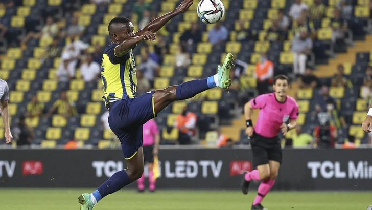 Fenerbahçe, Tanzanyalı futbolcu Samatta'yı, Royal Antwerp'e kiraladı